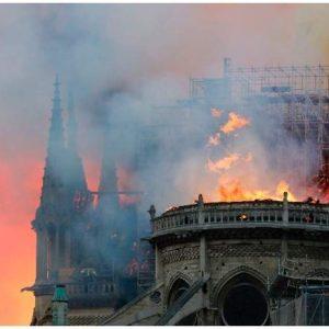 notre dame katedrali yandı